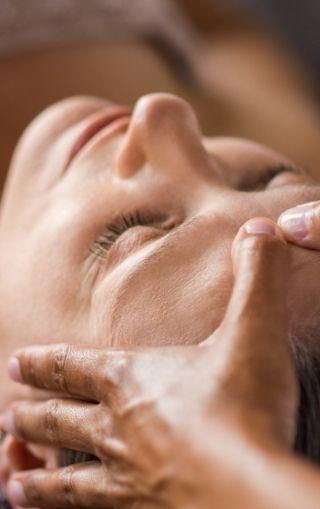 masaż krem i dotyk